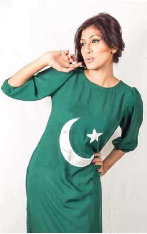 Women-Dress-Styles-at-14-August-independence-Day-Pakistan-